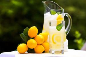 Водата с лимон прави чудеса за здравето
