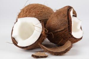 Мазнините на кокосовите орехи са полезни и не се напълнява от тях.