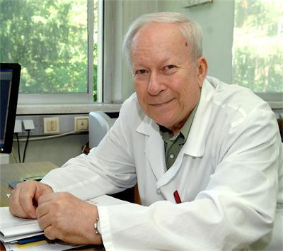 Проф. Георги Едрев, специалист по уши, нос и гърло.