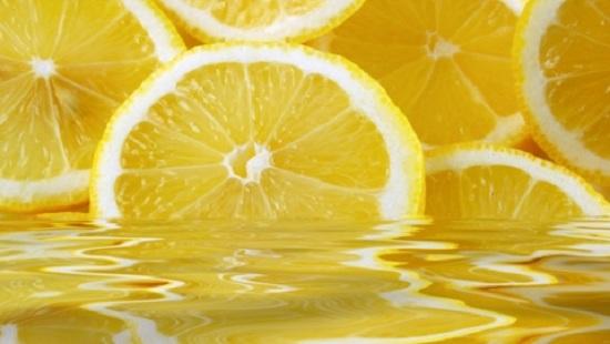 Вижте ползите за здравето от лимоновия сок.