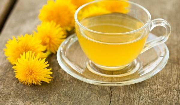 Чай от корените на глухарче помага за пречистването на черния дроб.