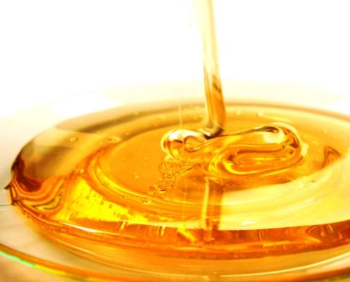 Мед, разтворен в топла вода помага при запек
