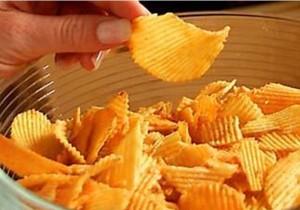 Шокиращата истина за любимия ни картофен чипс