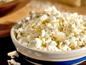 В пуканките се добавя една от най-вредните хранителни добавки за човешкия мозък – диацетил