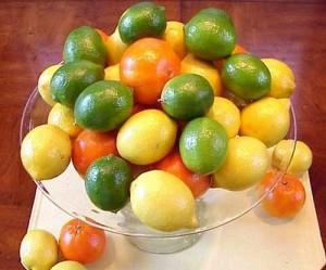 При посиняване на краката, цитрусовите плодове помагат за оросяването им