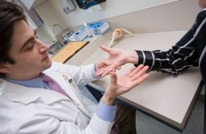 При изтръпване на пръстите на ръцете по време на сън може да ползвате съветите на лекарите