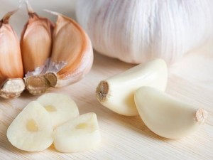 Природни лекове за лечение на възпалено гърло – хрян, чесан, мед и други средства от дома