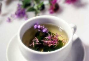 Помогнете си с билки при възпаление на дебелото черво – чай от мащерка