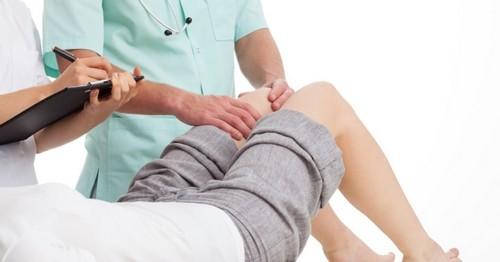 Помогнете си при болки в коляното с народна медицина