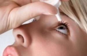 Използвайте капки за ечемик на окото