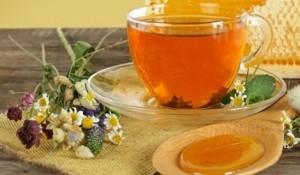 Билков чай с лайка за болки в гърлото