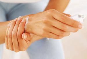 При болки в ставите на ръцете можете да ползвате гелове и кремове.
